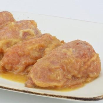 Pimientos rellenos de carne con salsa